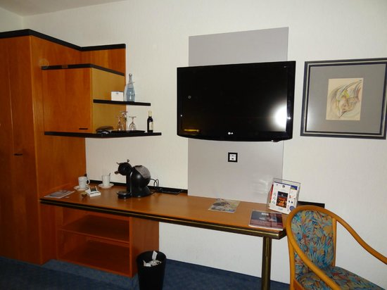 Best Western Plus Palatin Kongresshotel : TV provided in the room