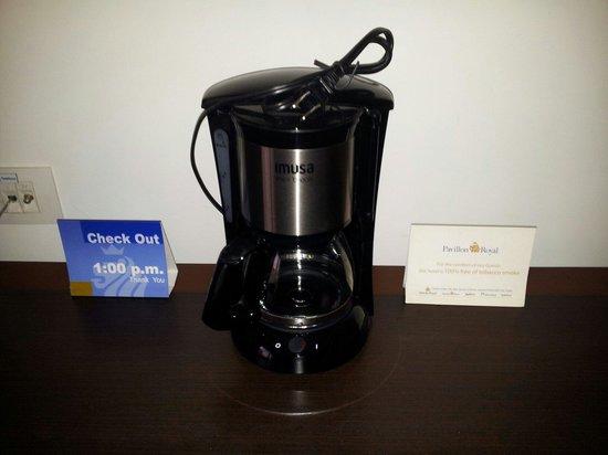 NH Bogota Pavillon Royal: Coffee facility :-(