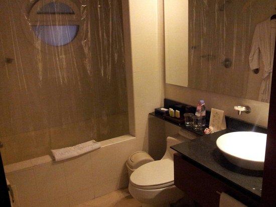 NH Bogota Pavillon Royal: Bathroom
