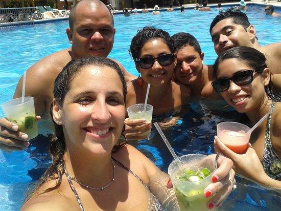 Hotel Riu Lupita : en la piscina principal