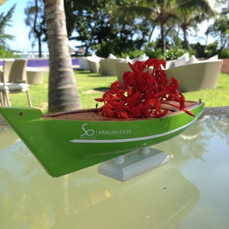 Sofitel So Mauritius: bar de la piscine