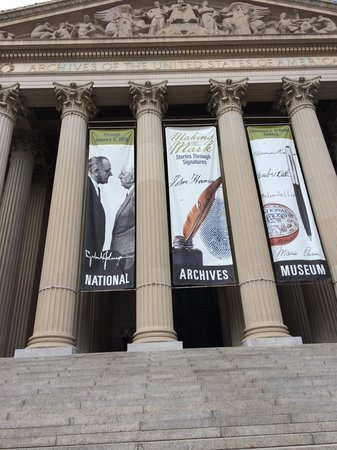 The National Archives Museum: Oh snap