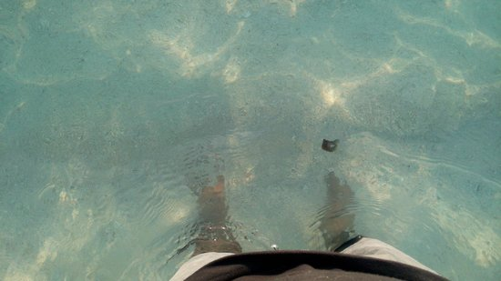 Hulhule Island Hotel: Feet under beach water