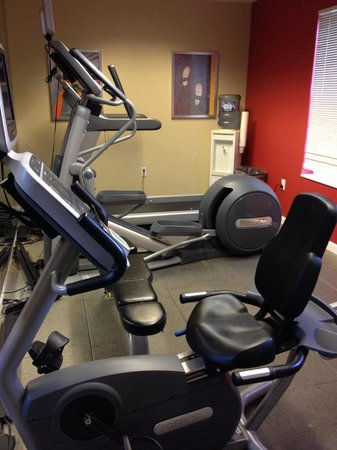 TownePlace Suites Salt Lake City Layton: Small gym on site but nice and clean
