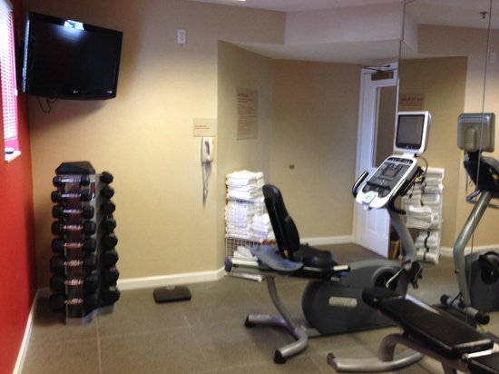 TownePlace Suites Salt Lake City Layton: Gym - weights