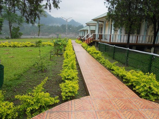 Bhalukpong, India: Scenic view of inside the Bhaluk pong govt. guest house