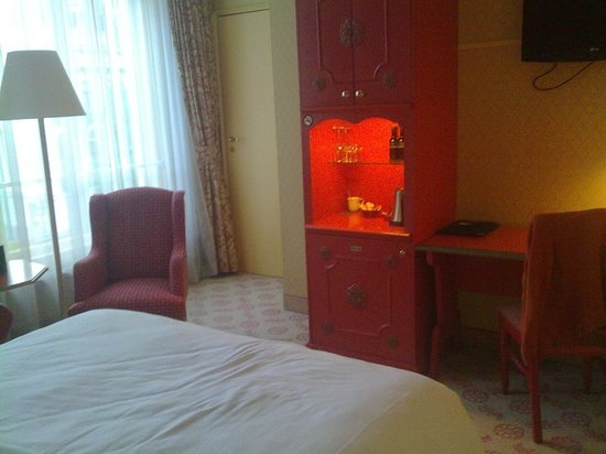 Carlton Ambassador Hotel : Стандартный номер