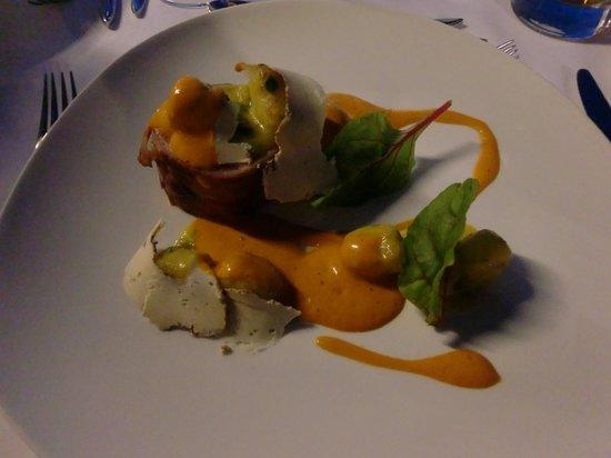 Lindos Blu : Kaninchenrolle als Hauptgericht