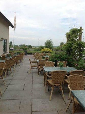 Hotel Restaurant de Pergola: Great patio of the weather is good