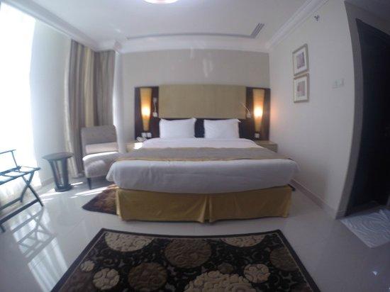 Adamo Hotel Apartments : lit double chambre