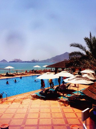 "Oceanic Khorfakkan Resort & Spa: Swimming pool in the afternoon ""weekend"""