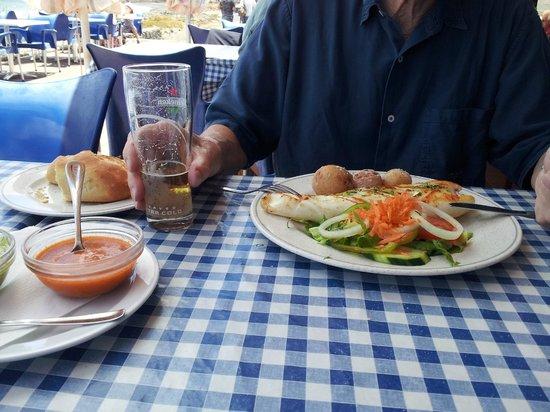 Casa de la Playa: Calamar al Grill with papas arrugadas & salad