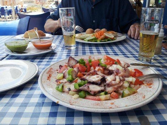 Casa de la Playa: Pulpo salad with tomato & red pepper salad