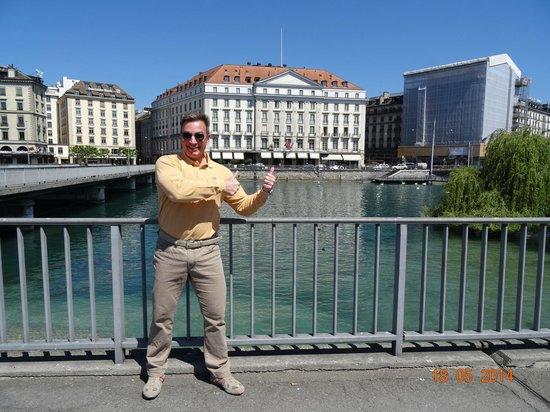 Four Seasons Hotel des Bergues Geneva: VIEW IN FRONT OF FOUR SEASONS HOTEL DES BERGUES, MAY 2014.