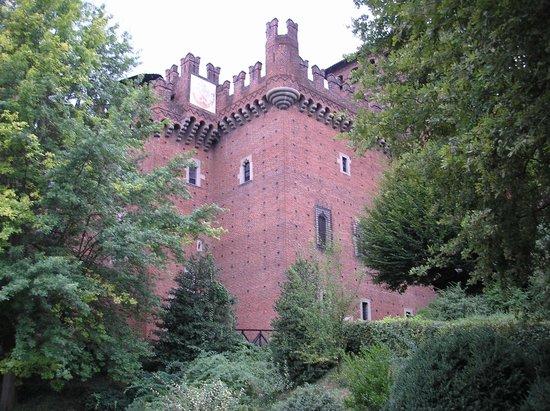 Parco del Valentino : uno scorcio del castello medioevale(ricostruzione di un castello medioevale)