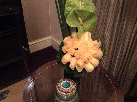 Fairmont Peace Hotel: Fresh flowers are always nice.