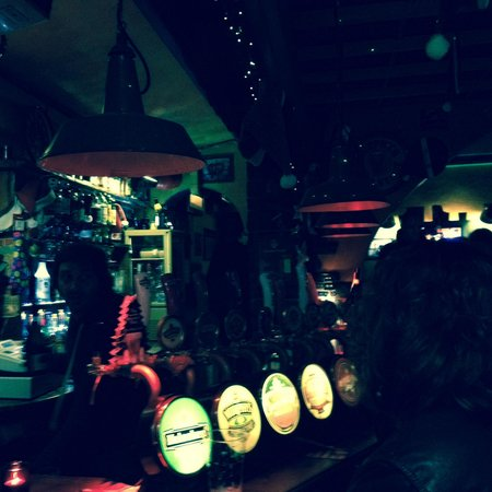 The Joshua Tree Pub: Typical night