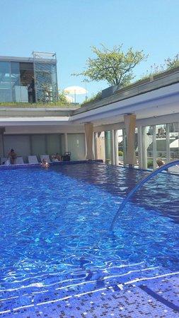 Bayerischer Hof Hotel : Nice sunny afternoon in Munich.
