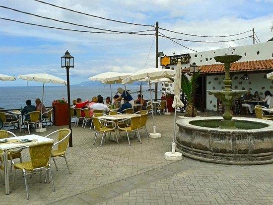 Restaurante La Escuela: Terraza al mar