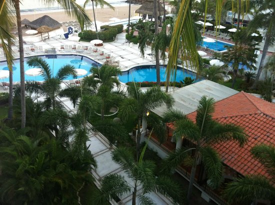 Buenaventura Grand Hotel & Great Moments All Inclusive: vista desde la habitacion hacia la alberca y playa
