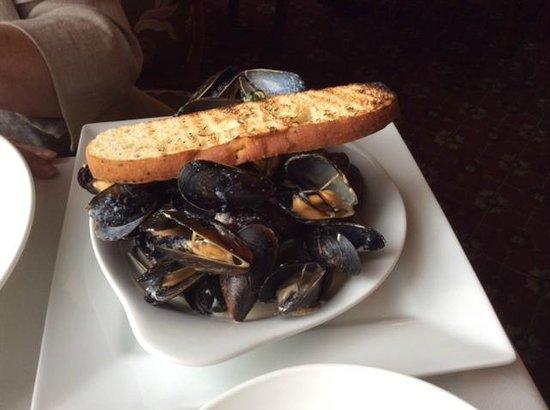 Brown Hotel Lobby Bar: Mussels
