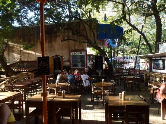 Coconutz Sports Bar & Eatery: seating