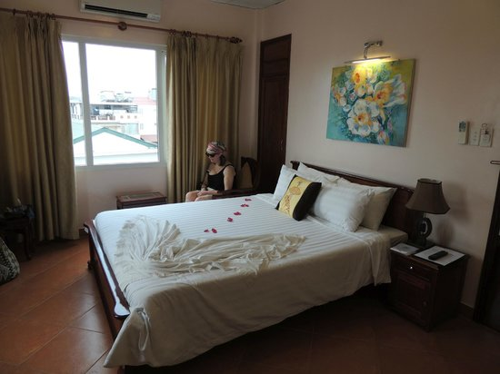 Holiday Diamond Hotel : Room 501 and a very comfortable bed