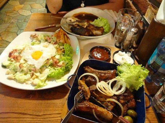 Zlaty Klas: baked pork ribs and lettuce salad