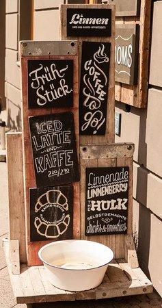 Linnen: Outdoor sign