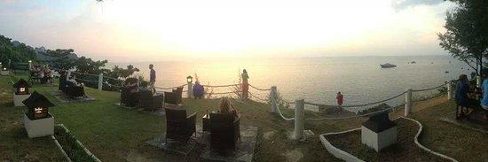 Holiday Inn Resort Phi Phi Island: Sunset bar... just amazing.
