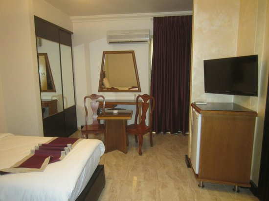 Rae'd Hotel Suites: Room