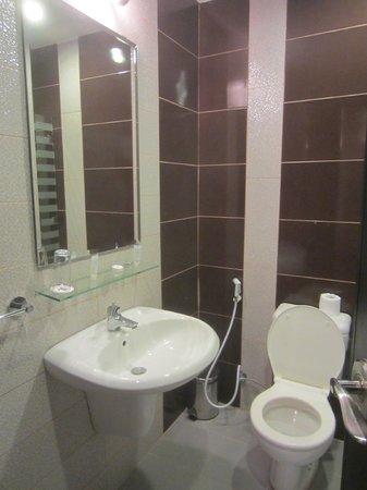 Rae'd Hotel Suites: Bathroom