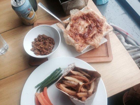 Eat Me Cafe: Raba pie(keema pie)