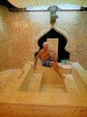 Kupu Kupu Barong Villas and Tree Spa: A bathroom to die for!