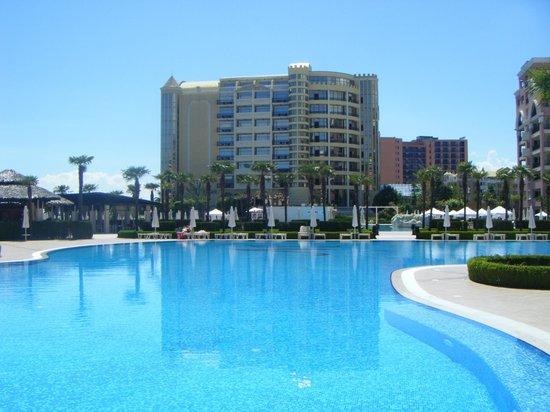 DIT Majestic Beach Resort: pool