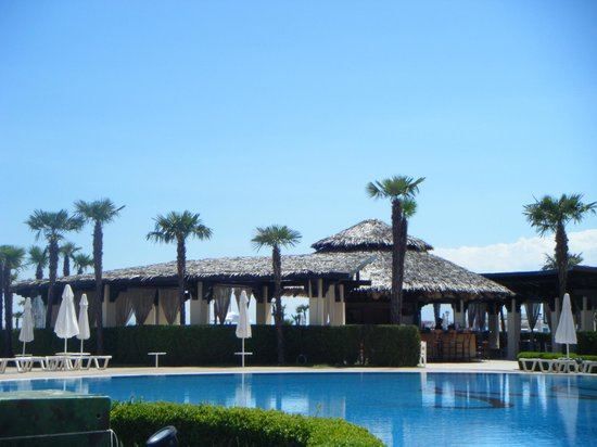 DIT Majestic Beach Resort: pool bar