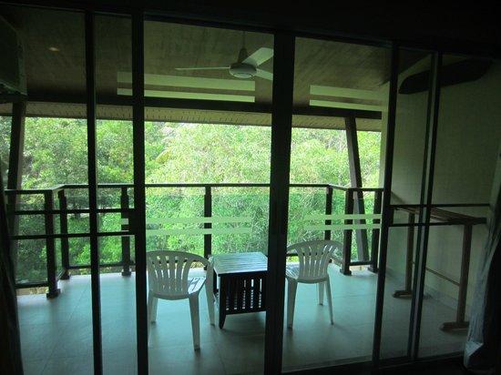 Lanta Pura Beach Resort : huge balcony