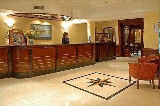 Waldorf Hotel: Hall de ingreso