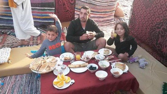 Chez les Habitants : petit déjeuné au coeur du désert