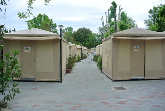 Camping Village Roma: Tent city!