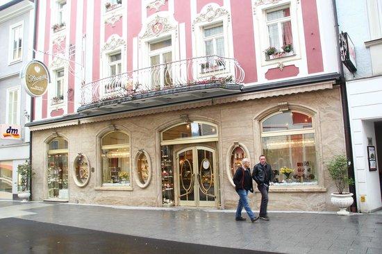 Konditorei Zauner : Zauner Cafe from outside