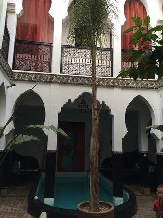 Palais Riad Azukar: piscine