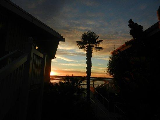 Inn at Morro Bay : Hotel Buildings at Sunset
