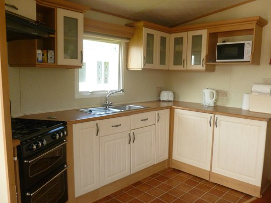 Rookley Country Park: kitchen