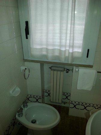 Junior Hotel: Sanitari bagno