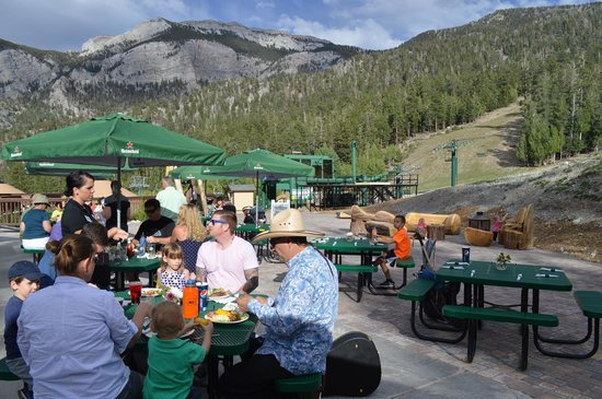 Lee Canyon Resort: Outdoor Seating