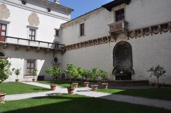 Castello di Stenico: Central court yard