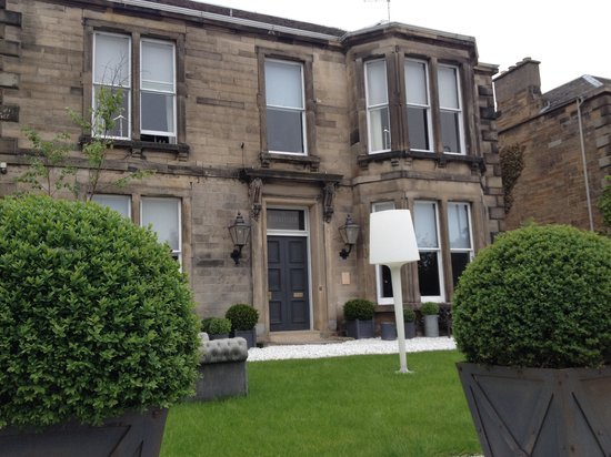 Murrayfield Hotel and House : The outside of the hotel