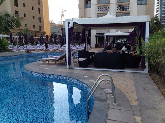 Movenpick Hotel Jumeirah Lakes Towers: Piscine
