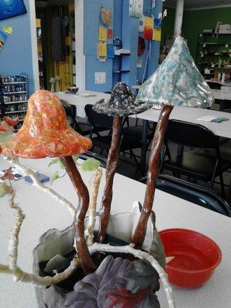 Art Escape : Garden mushrooms made from clay